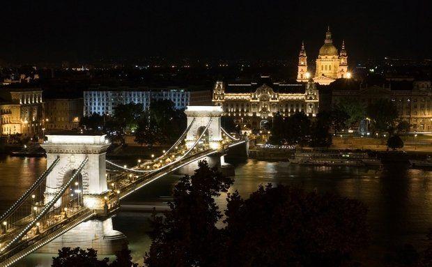 Ponte Szechenyi e Basílica de Santo Estevão, Budapeste, Hungria