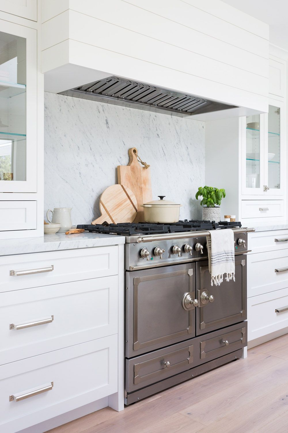 Nicole Salceda Aka Eyeforpretty Designs Her Dream Home In The Bay Area Rue Kitchen Interior Interior Design Kitchen Kitchen Inspirations