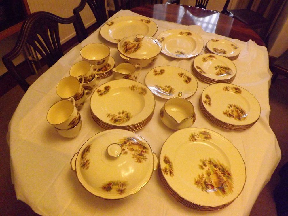 Alfred Meakin 29 piece pottery dinner service, pattern The Hayride C