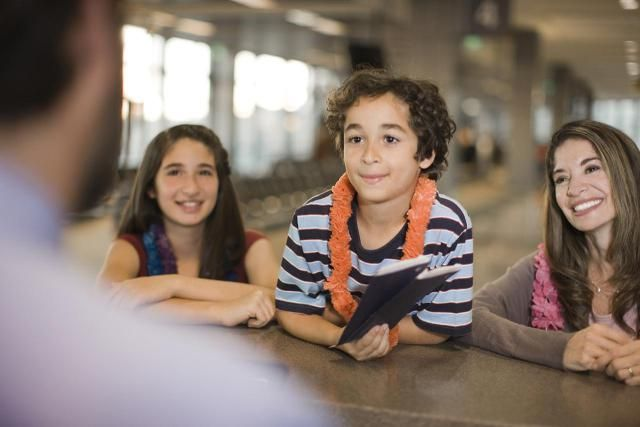 Find out what identification and other documentation you need to cross the Canadian border with children.