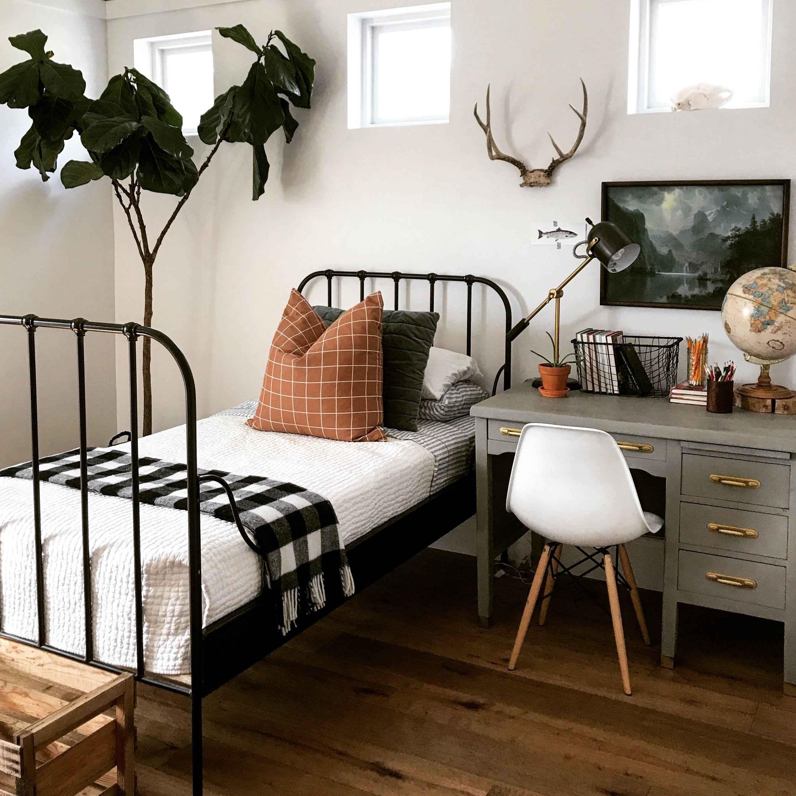 Vintage modern boys room.  Modern boys rooms, Bedroom design