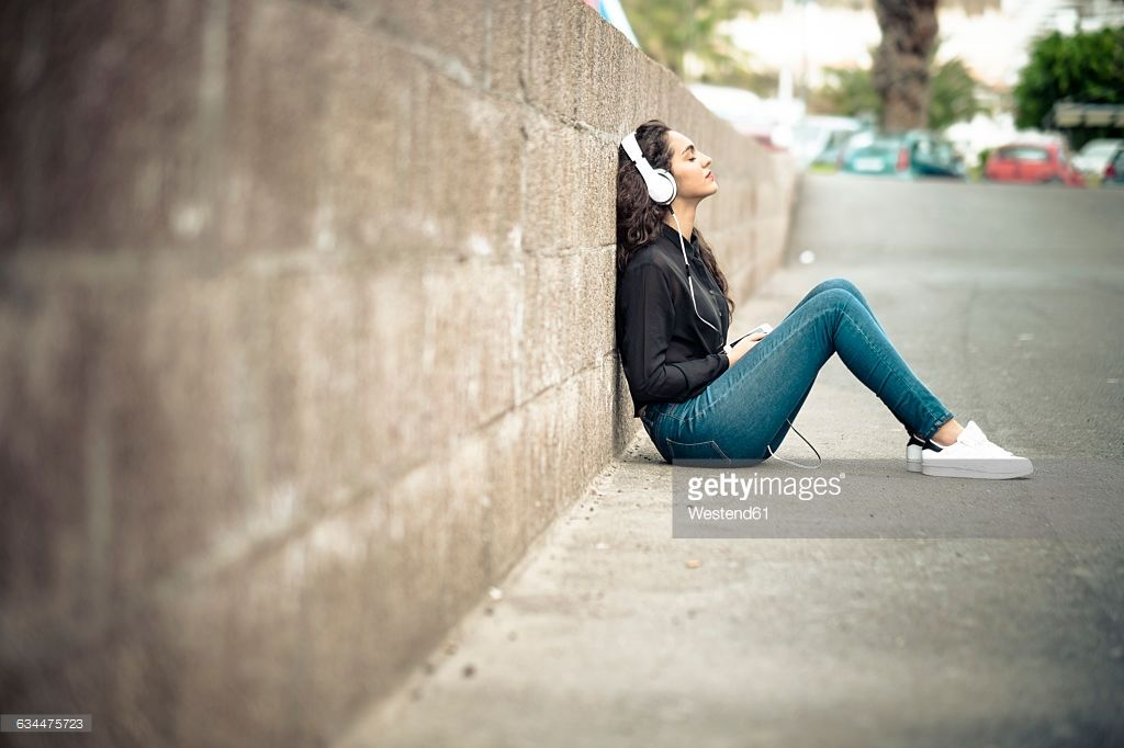 Teenage Girl Leaning Against Wall Listening Music With Headphones Picture Id634475723 1 024 682 Pixels Drawing Poses Poses Character Design Girl