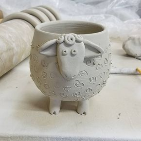 Bol à moutons / jardinière. #wheelthrown #pottery #bowl #planter #sheep #greenware #hand ...