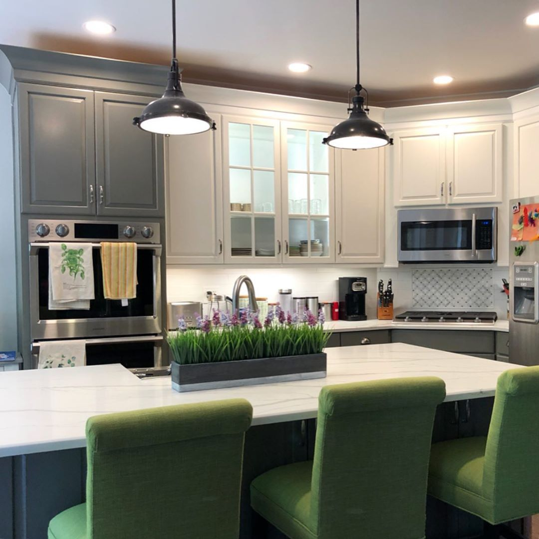 It's   #FinishedFriday   and we're happy to share the before and afters of this Bellevue kitchen rem...