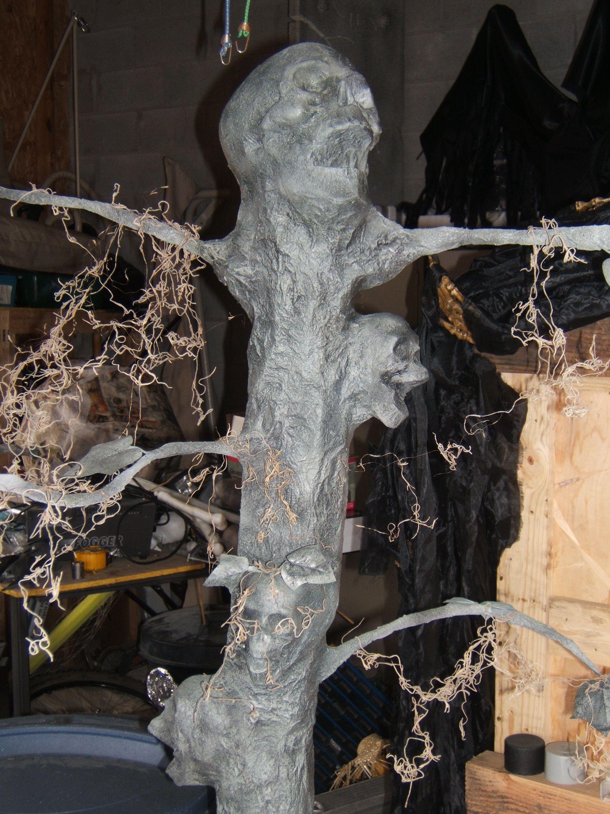 DIY Petrified Tree halloweenhalloween decorationshow to