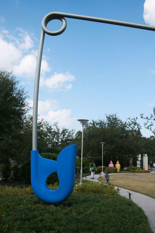 Claes Oldenburg Safety Pin Claes Oldenburg Sculpture Street Art