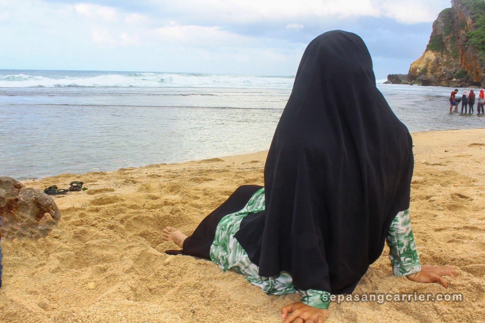 15 Wisata Pantai Nguyahan Dan Pantai Ngobaran Ideas Couple Photos Nun Dress Nuns