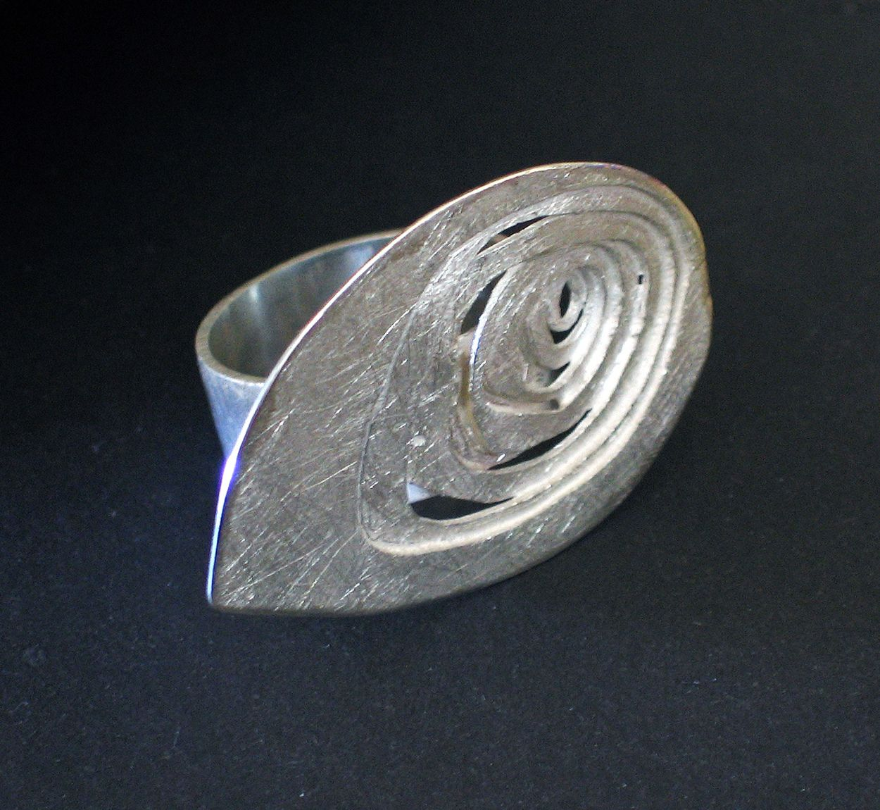 """Silver ring  """"Topographies"""" by AGNÈS WO-ES."""