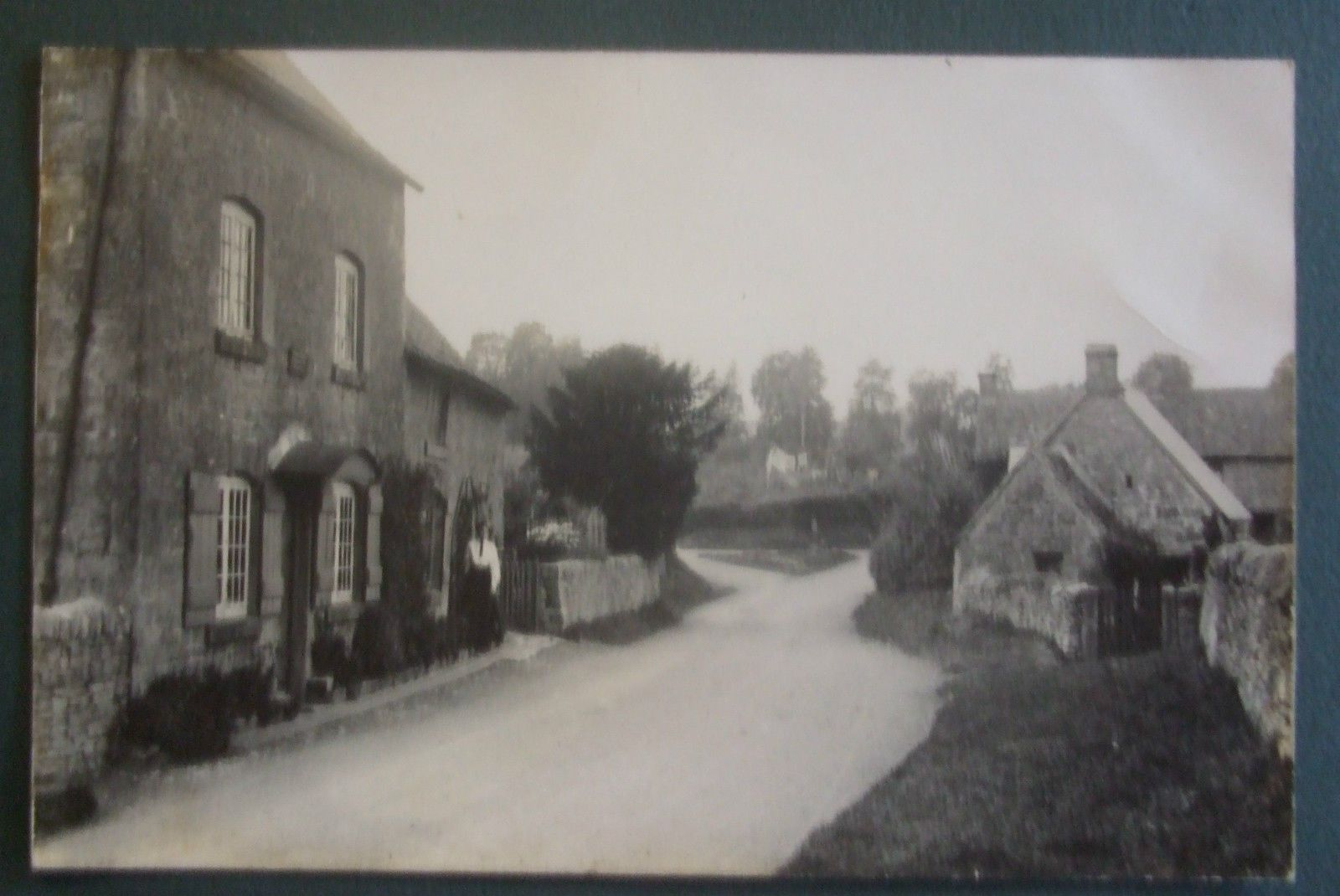 FRANK PACKER RP Postcard c.1920 UNIDENTIFIED VILLAGE STREET SCENE,OXFORDSHIRE | eBay
