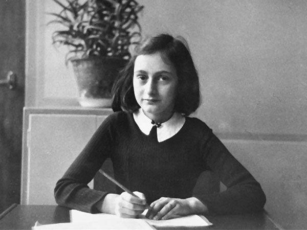 """""""Quanto ao texto que temos na estante de nossas casas ter sido aquilo que Anne realmente escreveu, há muito que divide opiniões. As suspeitas começaram nos anos 50 e o caso acabou mesmo no tribunal. (...) Verdade ou mentira, autêntico ou forjado, o testemunho de uma jovem a quem a vida foi roubada cedo demais, por razões absurdas, vai mais longe que os factos. Anne Frank é apenas um símbolo de milhares de outros adolescentes cheios de sonhos, de dúvidas e questões, que tentaram escapar como…"""