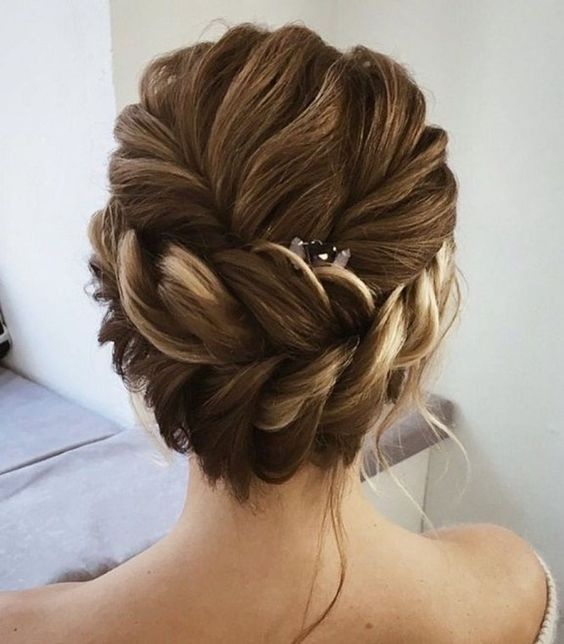 35 Charming Bridal Updo Hairstyles for Your Perfect Wedding Party