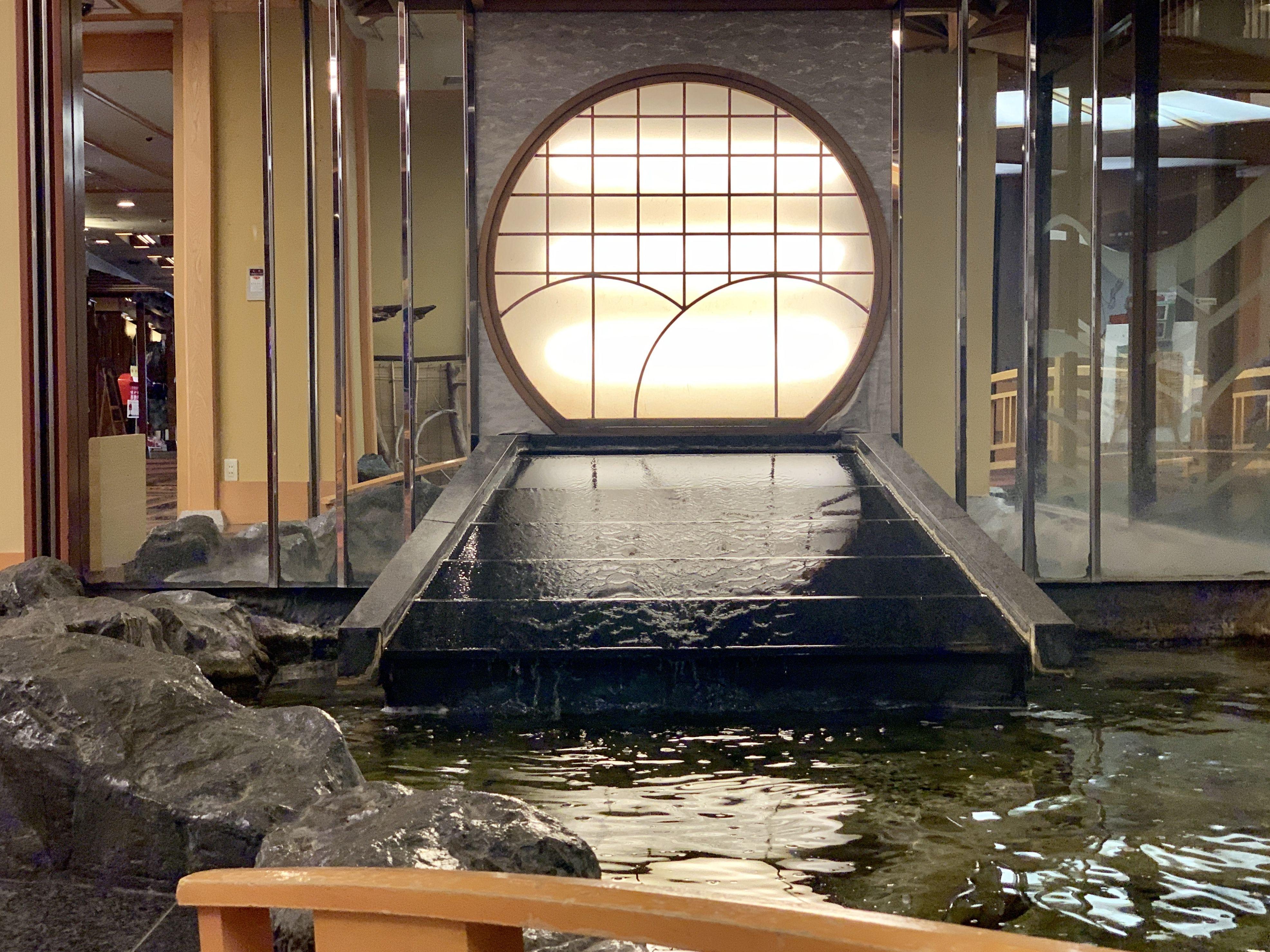 イトウ マス科の魚 がいるイケス 旅館 温泉 リゾート