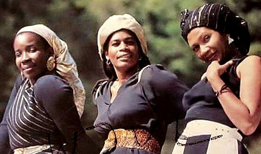 Rita Marley, Judy Mowatt, Marcia Griffiths - I Threes. | Bob marley music,  Marley family, Marley