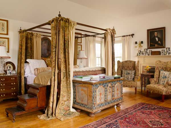 Best Colonial Revival Bedrooms With An Old World Look 400 x 300