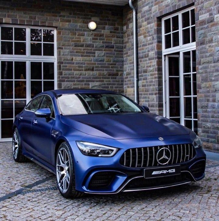 Hab keine Angst das #Biest aufzuwecken! Foto via @mercedesbenzberlin . [Mercedes-AMG GT 63 S 4MATIC+ Edition 1 | Kraftstoffverbrauch kombiniert: 11,2 l/100 km | CO₂-Emissionen kombiniert: 256 g/km | mb4.me/Rechtlicher_Hinweis/] . #MercedesAMG #AMG #GT63S #Affalterbach #X290 #DrivingPerformance #magno #blau #mercedesamg