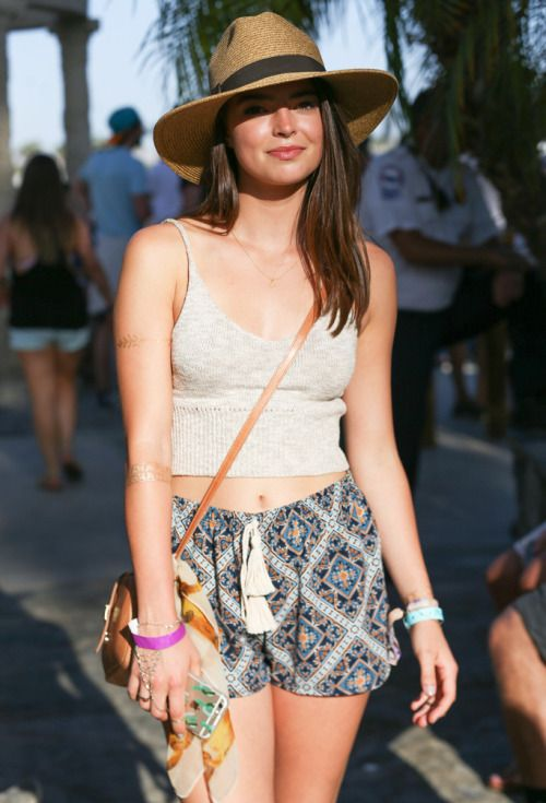 d160273516d Casual summer style fashion during Coachella 2015.
