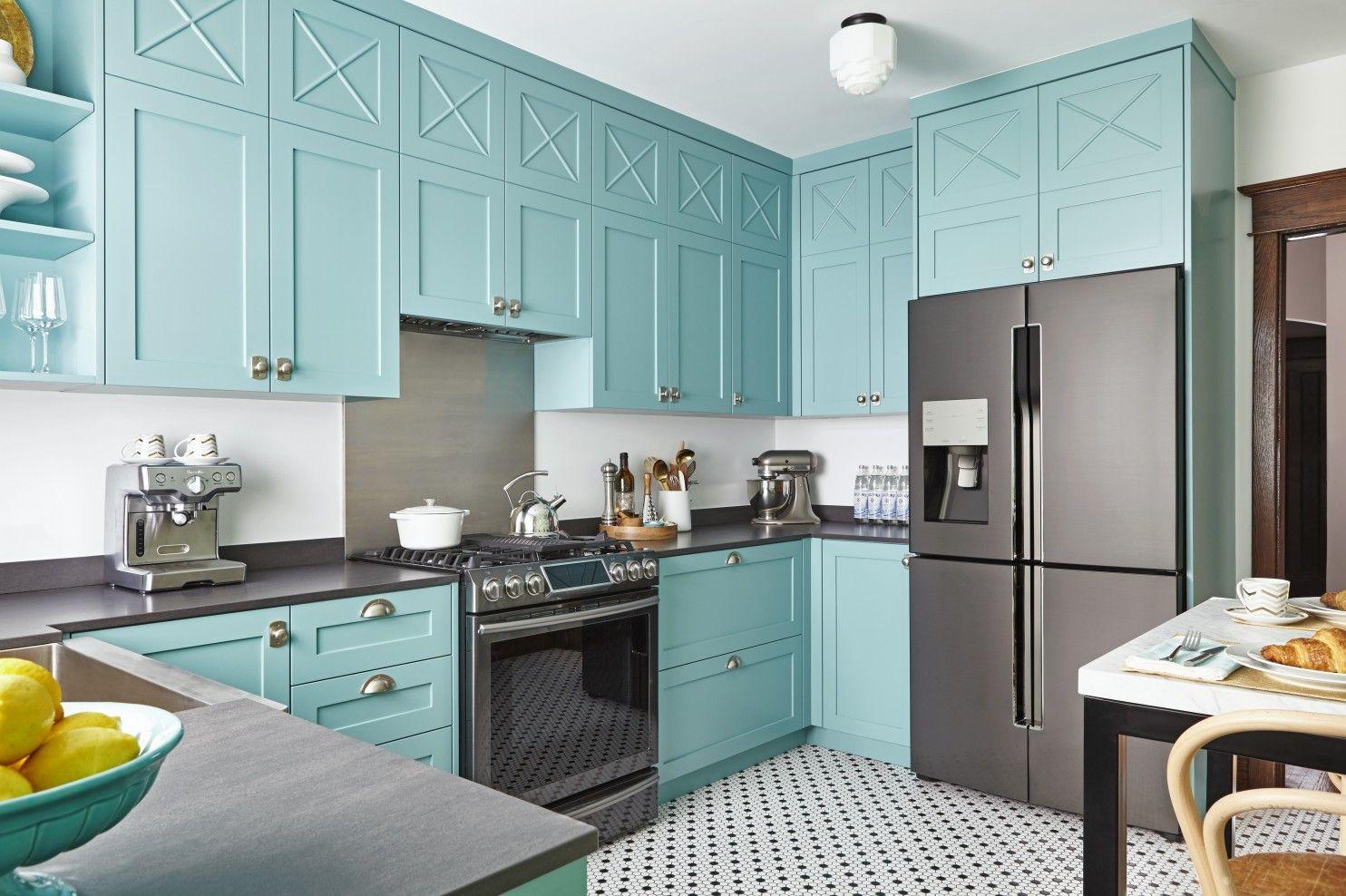 Osez La Couleur Dans La Cuisine Teal Kitchen Cabinets Colorful Kitchen Decor Kitchen Cabinet Colors