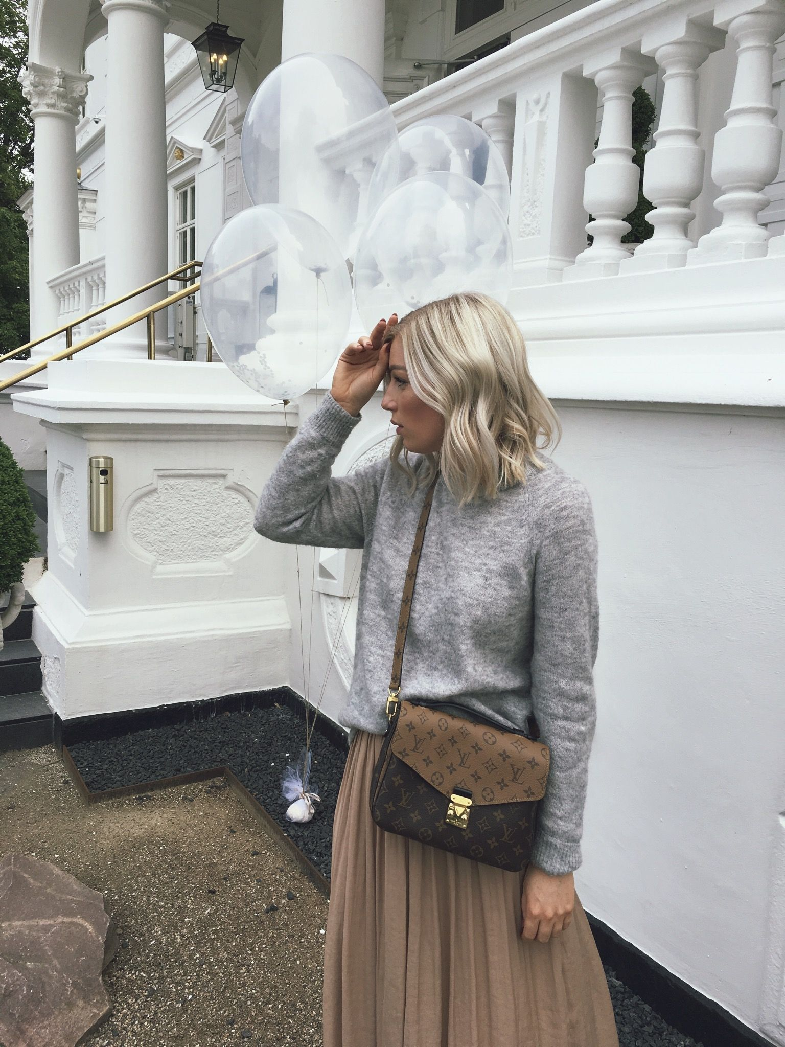 47f8bc556ef9 Maxi skirt outfit Grey knit oversized minimalistic fashion White sneakers Louis  Vuitton Pochette Metis reverse blonde hair medium Bob