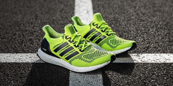 low cost 05fff f3e9c Adidas acaba de lanzar nuevos colores ( negro y amarillo con negro) para su  último modelo de running  las Ultraboost.