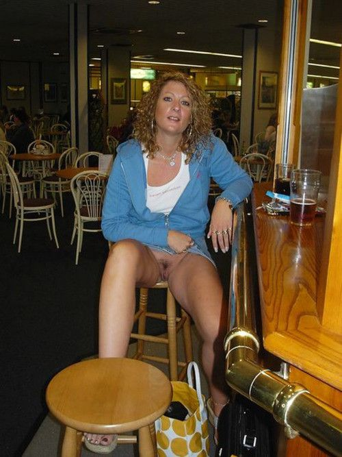 Public upskirt flash in diner