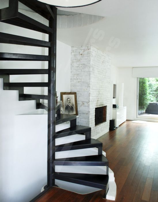 escalier en colima on carr marche en m tal limon central sans contremarche dh57. Black Bedroom Furniture Sets. Home Design Ideas