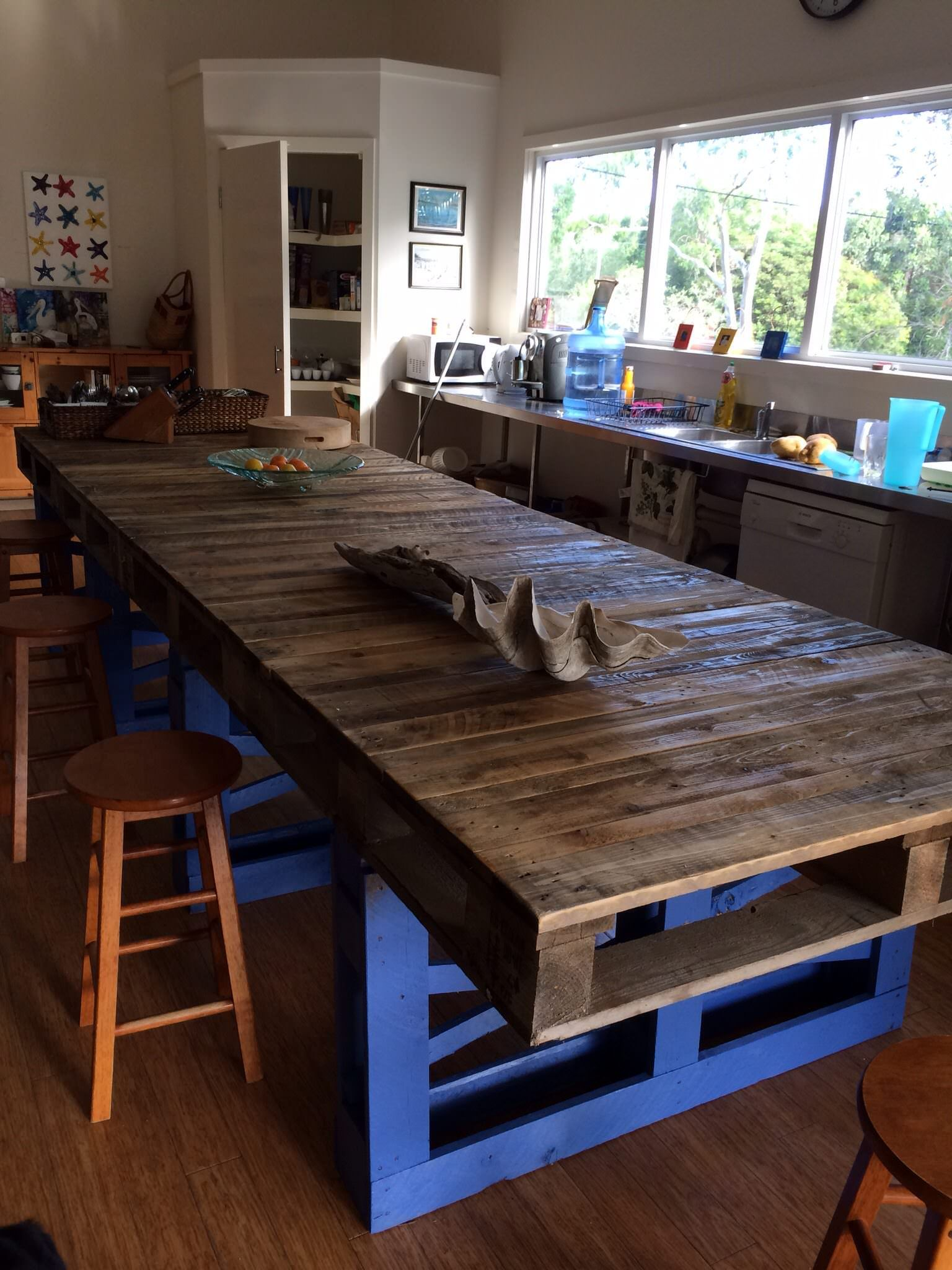 #Kitchen, #PalletTable, #RepurposedPallet Here is a beautiful modern table made out of pallets. I love particularly the use or the electric blue contrasting with the natural look.