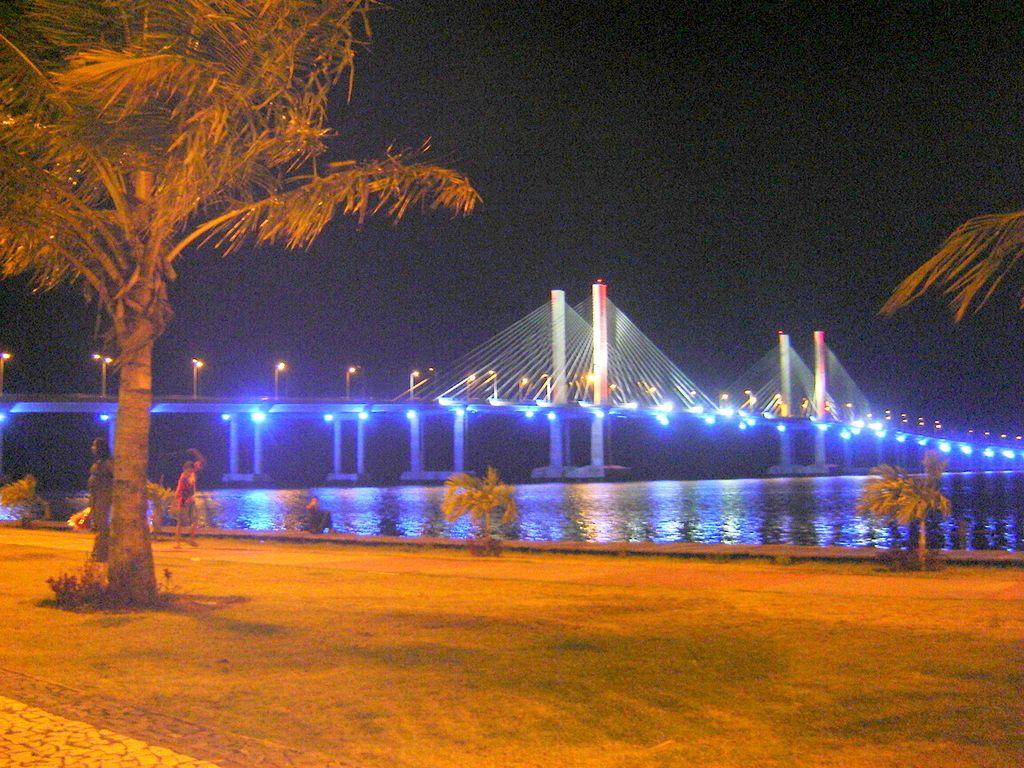 Ponte Construtor João Alves, que liga Aracaju à Barra dos Coqueiros Bridge Constructor John Alves, that connects Aracaju to the Coconut Bar