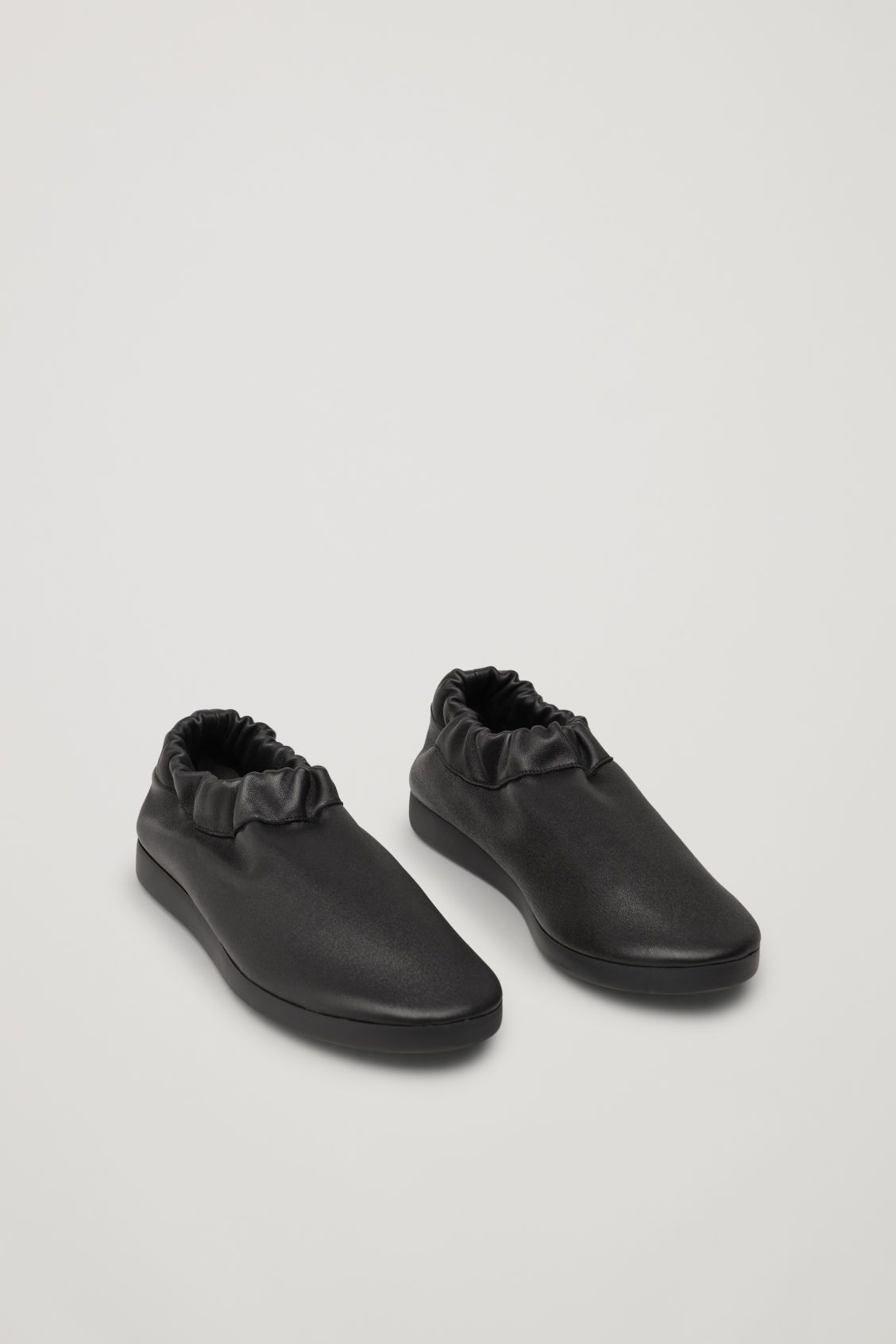 6016741c8f Side image of Cos in black