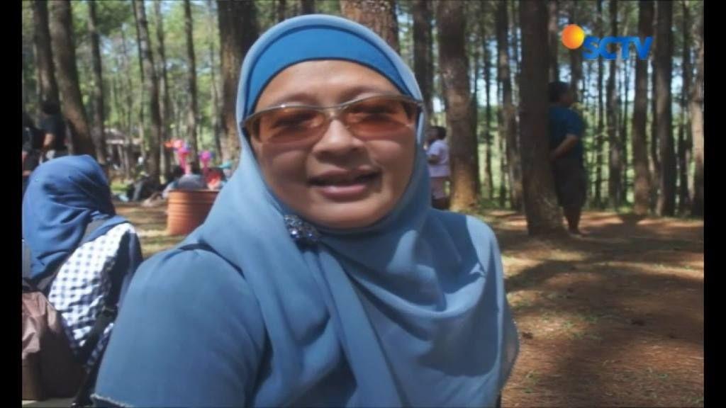 Tak hanya ke Borobudur dan Prambanan, Mantan Presiden Amerika Serikat, Barack Obama melanjutkan wisata alam hutan pinus, Puncak Becici Dlingo, di Bantul Yogyakarta. Kedatangan obama disambut antusias wisatawan lainnya. #Liputan6SCTV