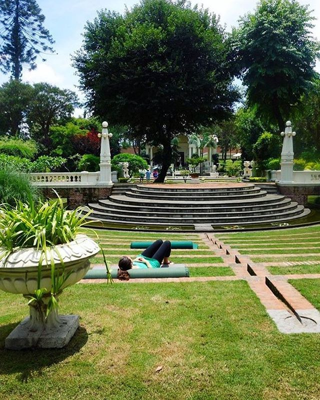 Daydreaming. #ddRoams #didianddhai #garden #of #dreams #travel #kathmandu #nepal #asia #day #dream #instatravel #green #urban #oasis #dktm #nepalnow #visitnepal #lovenepal