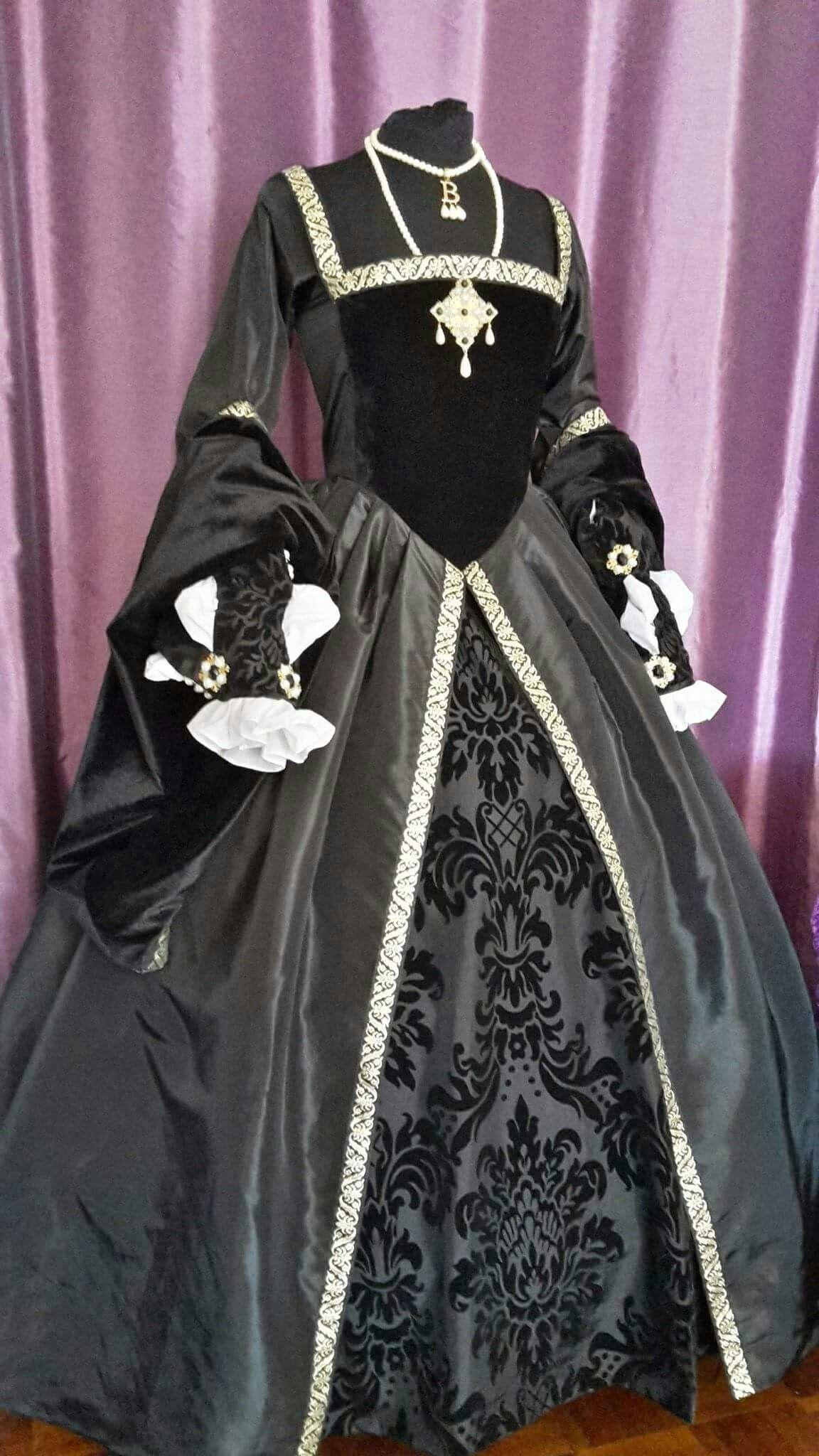 Tudor Gowns; Hever Castle & Gardens … | Medieval & Rennaissance ...