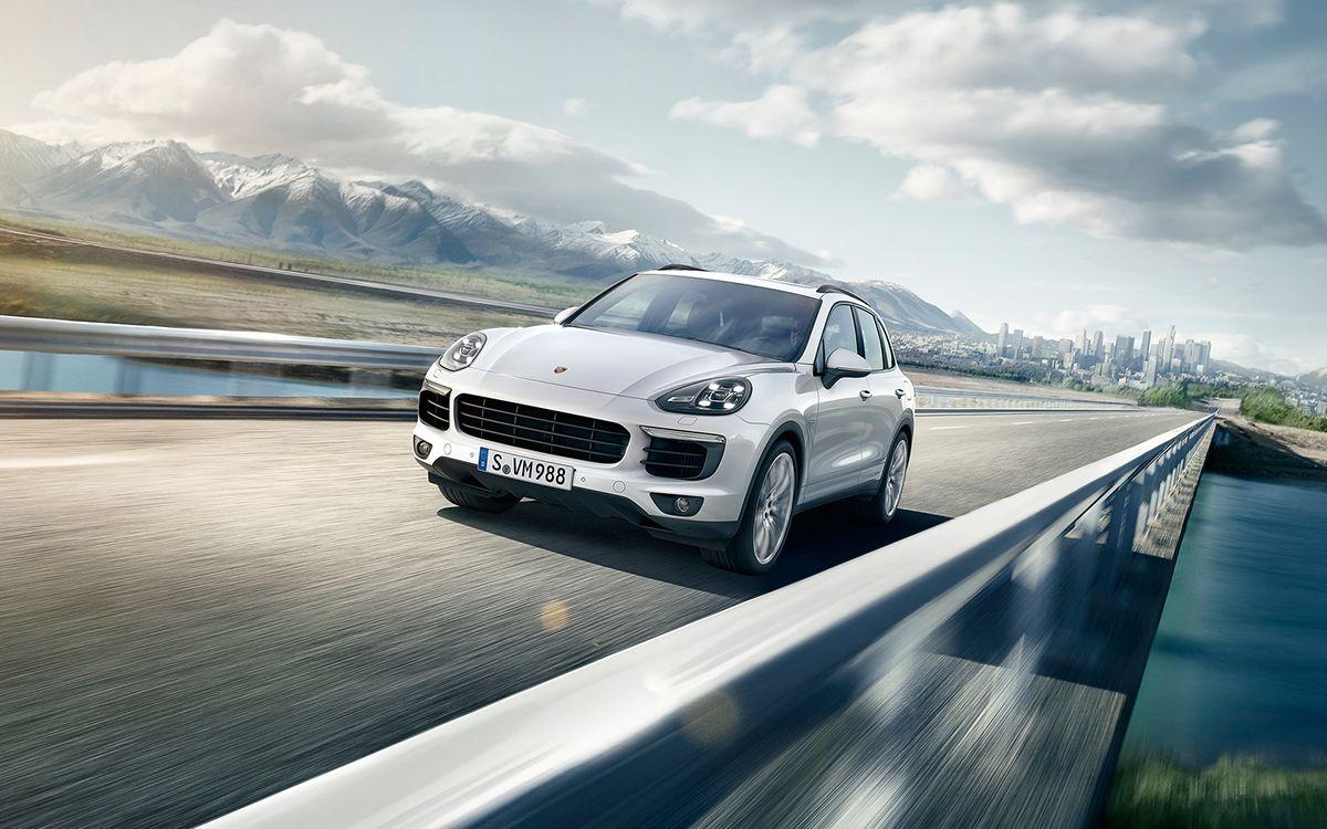 Porsche Cayenne S EHybrid CGI & Retouching on Behance
