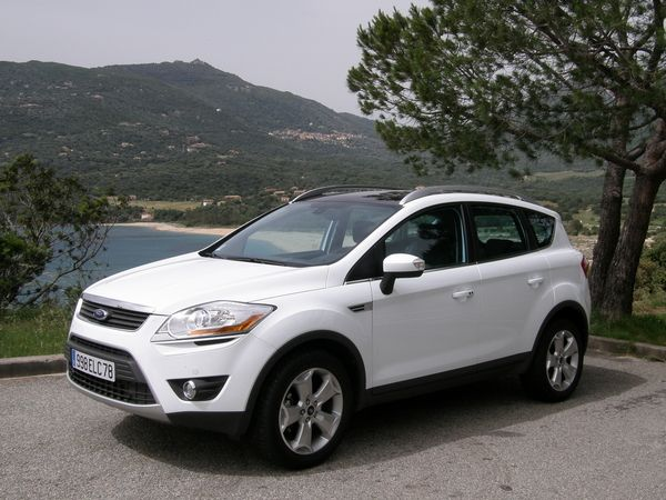 voiture 4x4 ford kuga