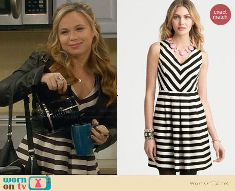 Kristin's striped v-neck dress on Last Man Standing.  Outfit Details: http://wornontv.net/30604/ #LastManStanding