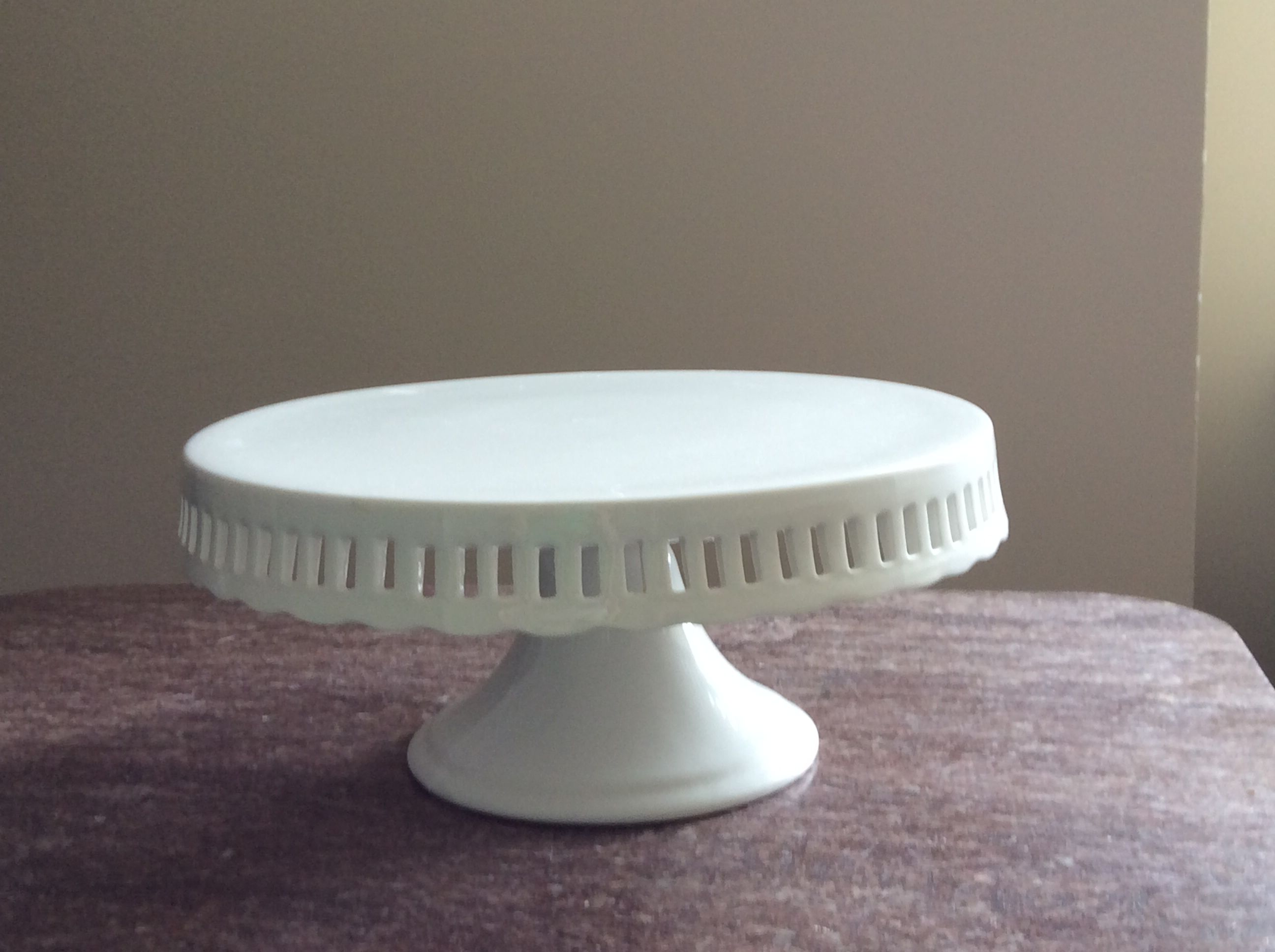 DC area wedding supplies for pick up White Ceramic Cake Stand