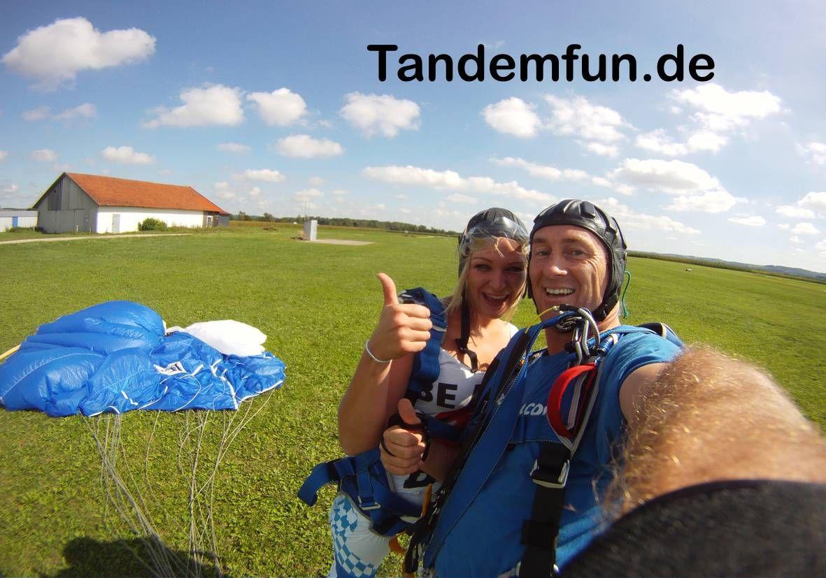 Fallschirmspringen Tandemsprung Raum Schonsee Oberpfalz Bayern Mit Tandemfun Ein Fallschirmsprung Aus 3000 6000m Erleben Tandemsprung