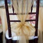 Evita el tradicional moño de satén en las fundas blancas de las sillas de tu fiesta y mejor opta por una de las siguientes fabulosas ideas.