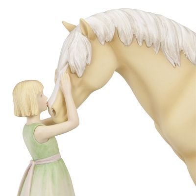 Kisses: Horse Whispers is a new line of horse figurines and they are absolutely gorgeous! Now I know exactly what to get for all my horsecrazy girlfriend's birthday