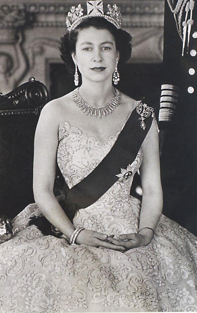 Young Queen Elizabeth 1 Dress 1953 black & white...