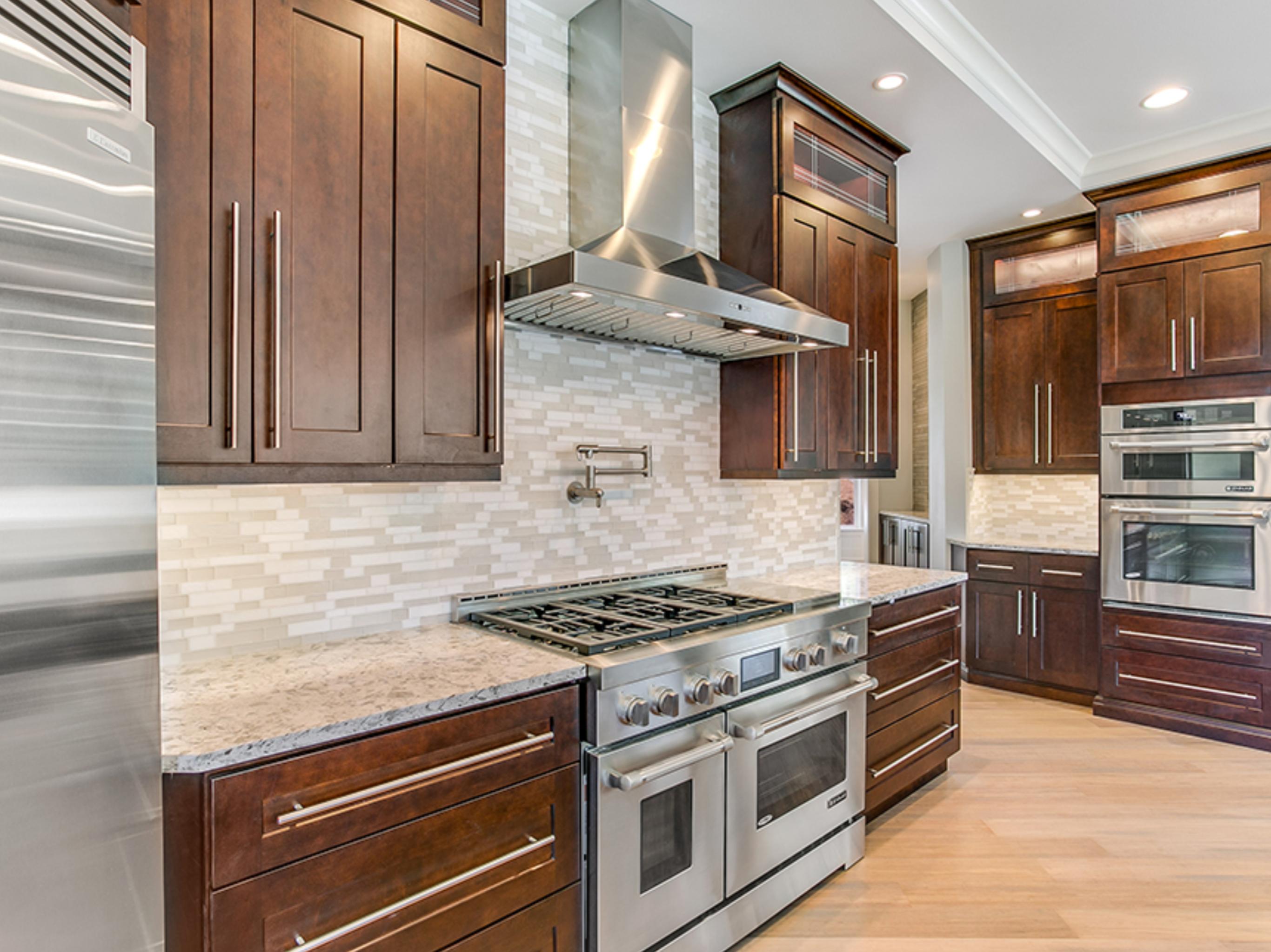 Pin de abc kitchens en Java Coffee Maple Cabinets | Pinterest