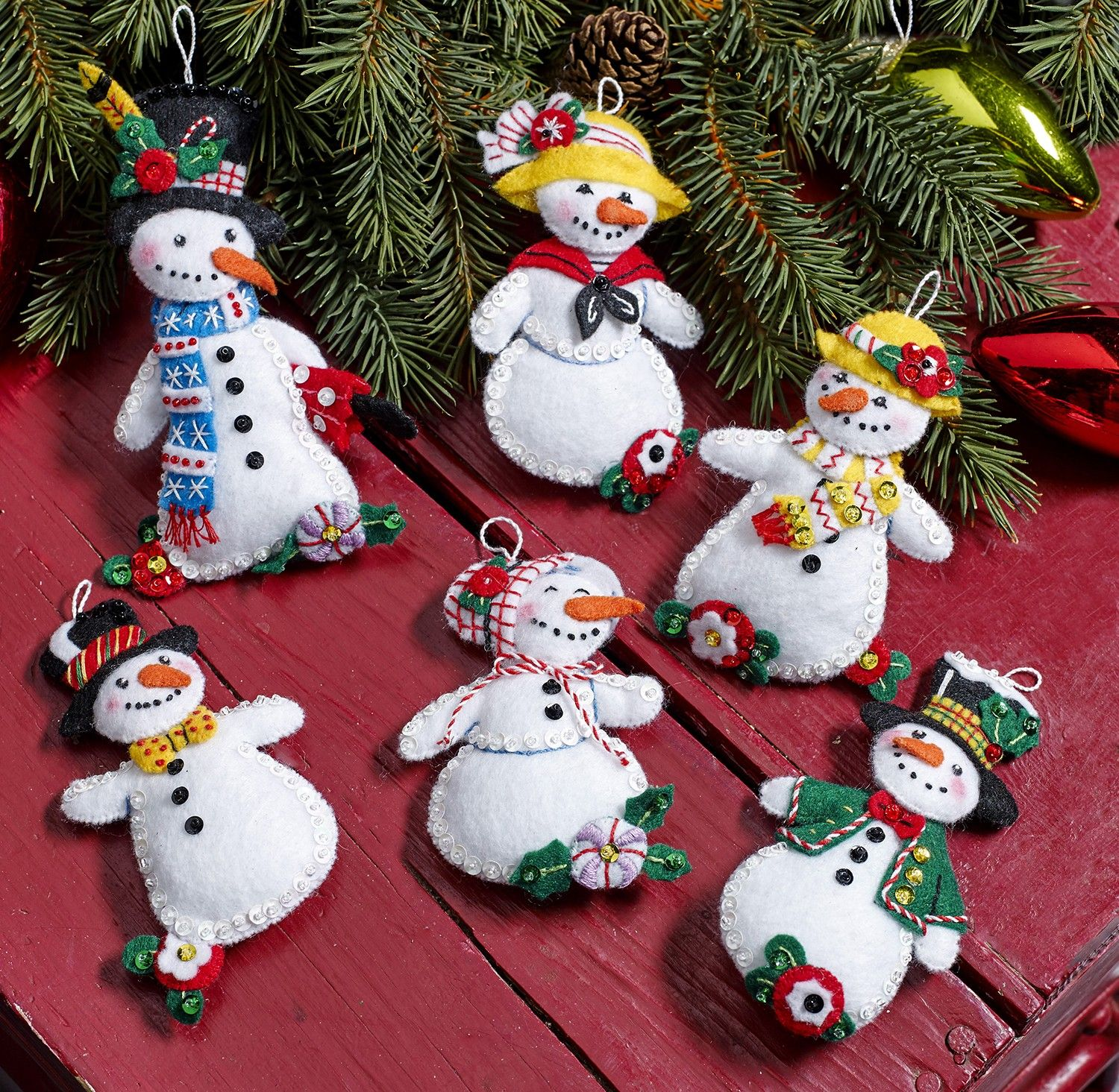 Let It Snow Bucilla Felt Ornament Kit Set Of 6 Manualidades Navidenas Manualidades Adornos Navidenos