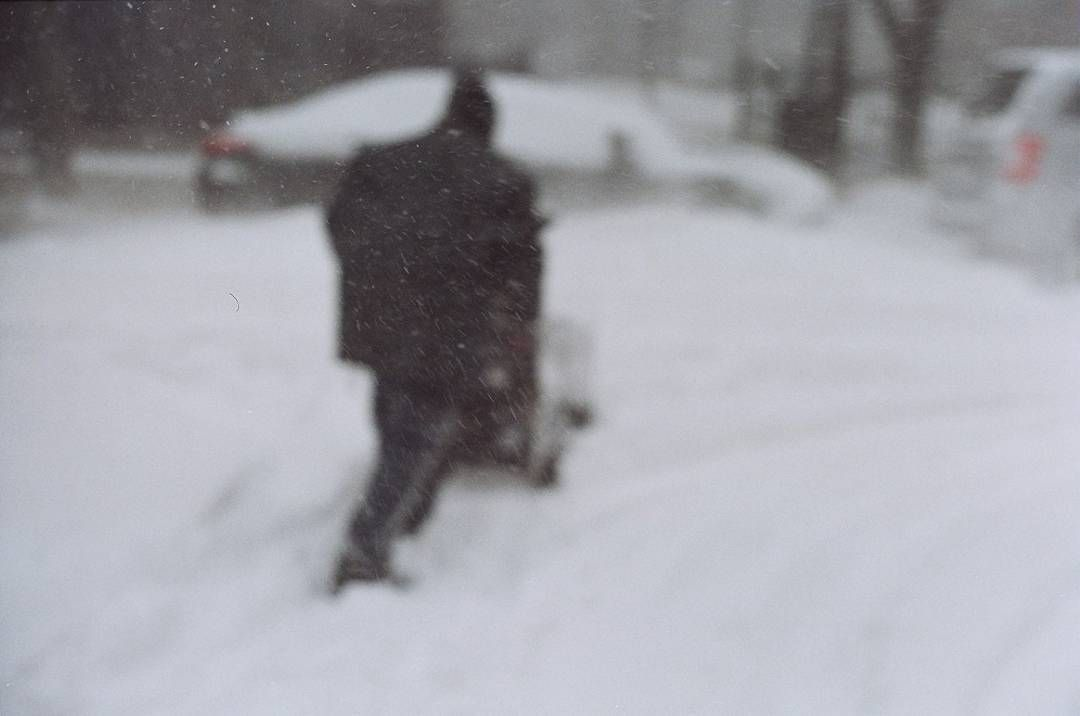 The Fed5 continues. #BlizzardJonas It really was windy when I shot this. Getting the focus to be just right was difficult. I still like the way it came out. How the snow looks on film. Almost like how the sound of a needle touching a record would look like.  #asa200 #Kodakfilm  #filmisnotdead #filmphotographic #shoot35mm #Shooting #filmphotography #film #keepfilmalive #buyfilmnotmegapixels #35mm #rollsoffilm #filmisalive #white #metering #light #traveling #travel #fhmmg #streetphotographer…