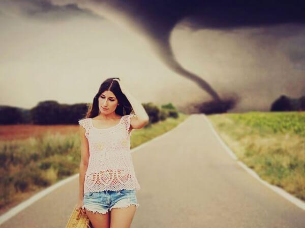 Välttää myrskyä
