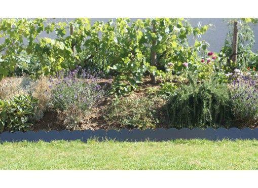 bordure de jardin en acier gris ondulee