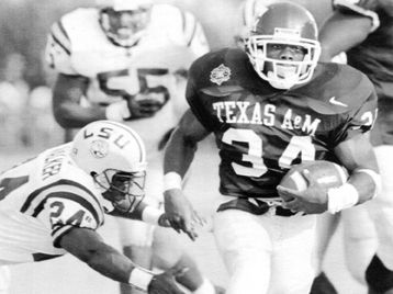 Texas A&M running back Leeland McElroy scores his second ...
