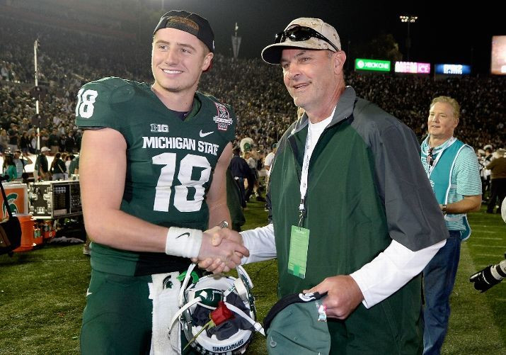 Connor Cook Poses With Kirk Gibson After Their 24 20 Win Over The Stanford Cardinal In The 100th Rose Bowl Michigan State Michigan State Spartans Msu Football