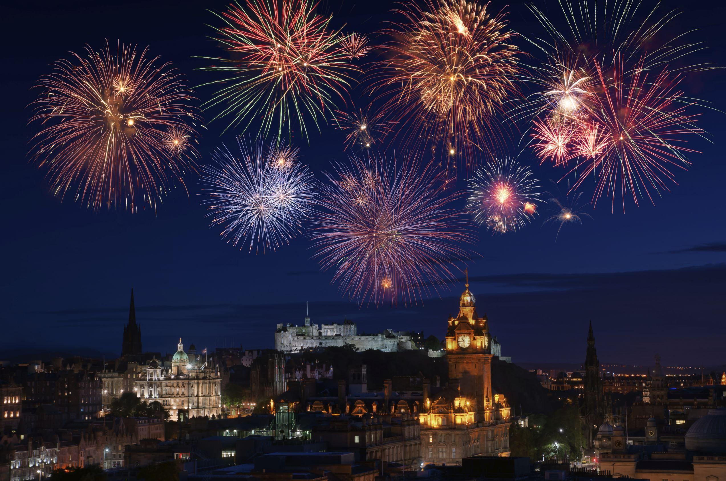 Best New Year S Eve Fireworks Displays Around The Globe New Year Fireworks New Years Eve Fireworks Edinburgh New Year