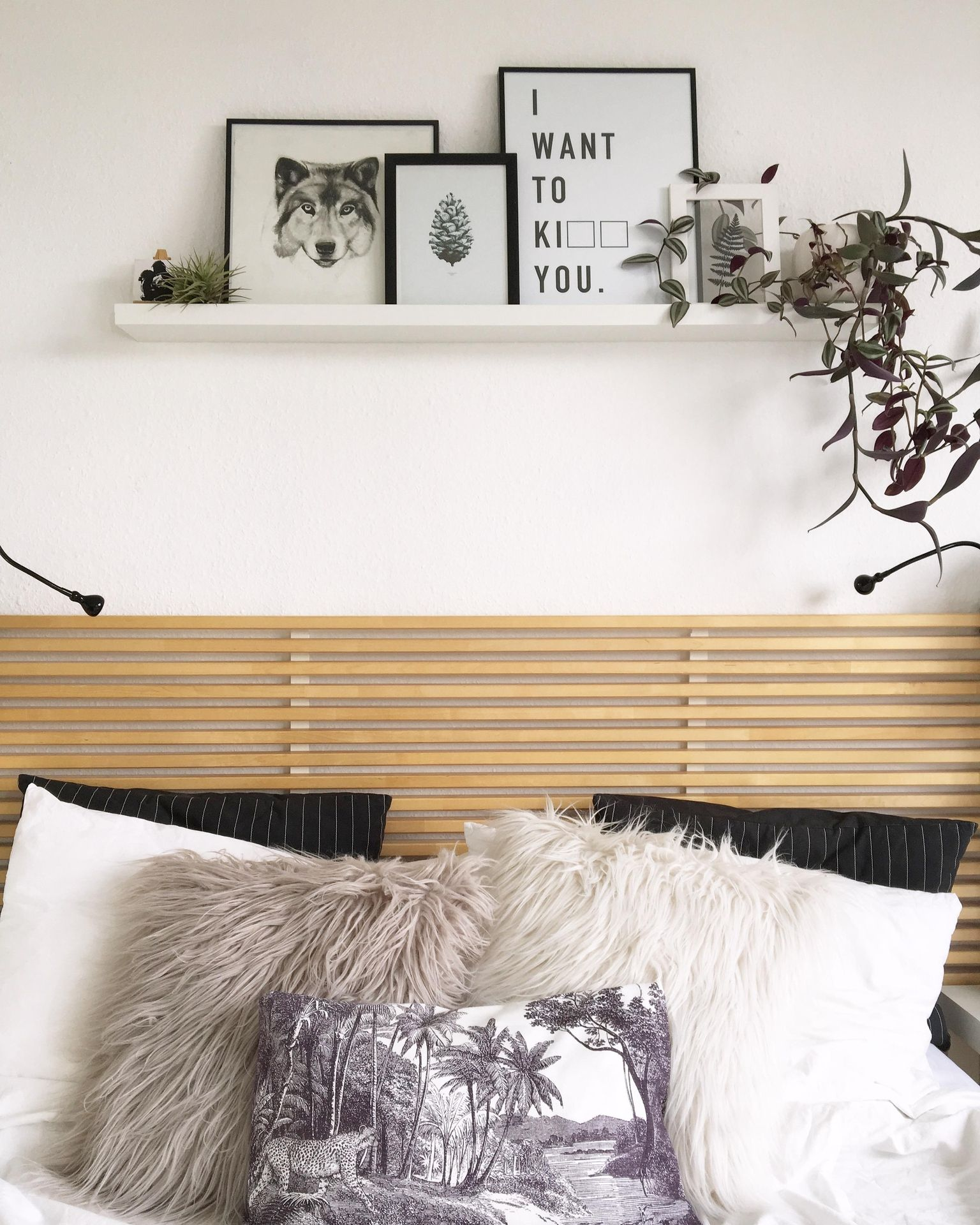Happy Place � #bett #schlafzimmer #gallerywall #urba...