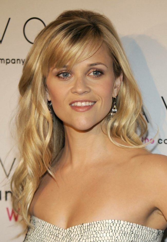 Reese Witherspoon Blond Pony Seitlich Wellen Frisur Damen Frisuren Mit Pony Frisuren Lange Lockige Haare Ponyfrisuren