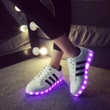 Leuchtende Schuhe für Erwachsene & Kinder mit LEDs